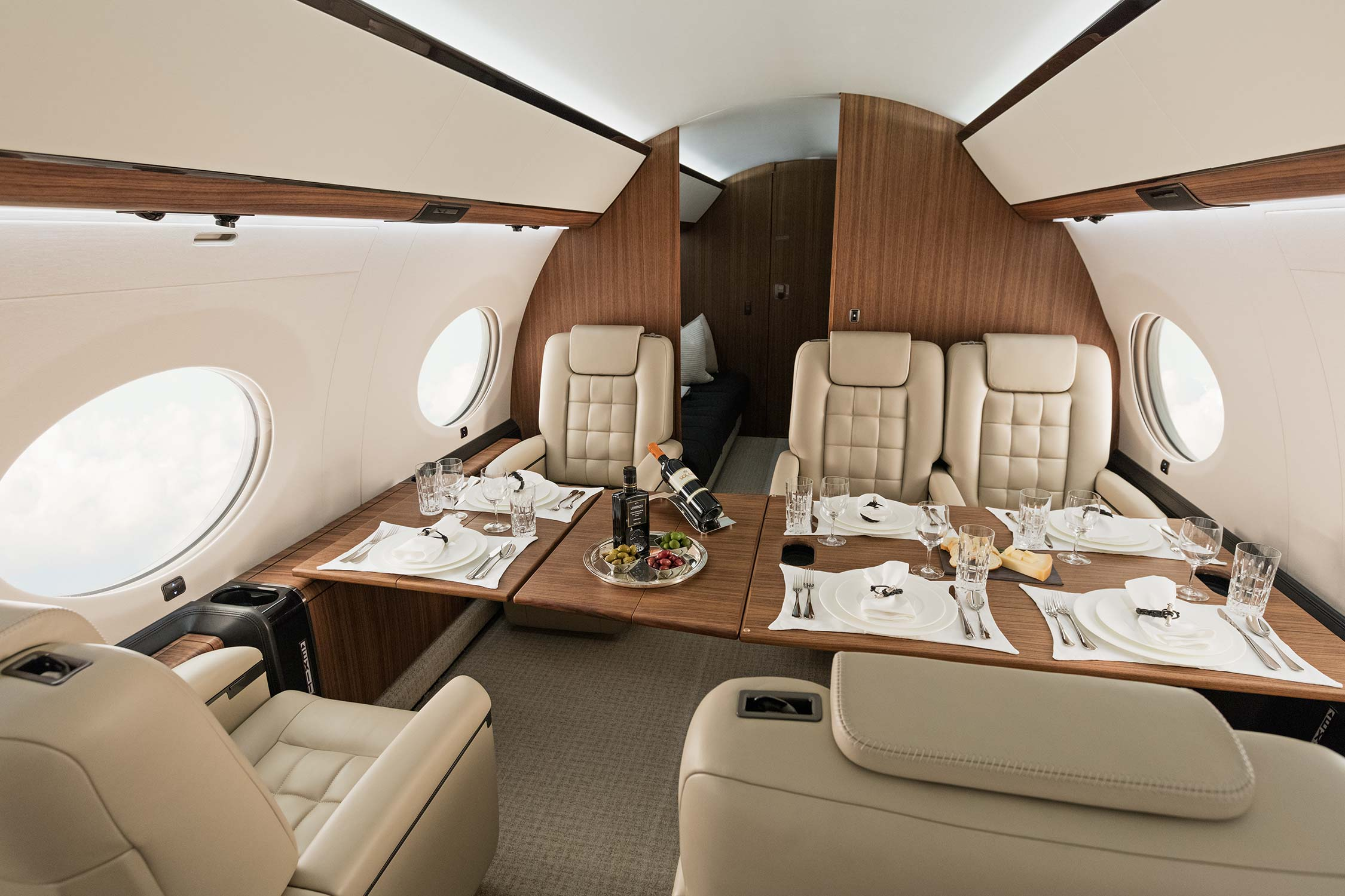 G650ER Interior Conference Seating
