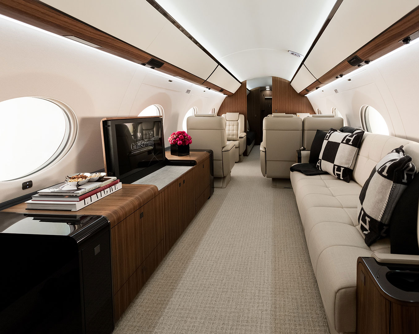 G650ER interior with couch
